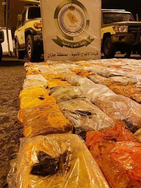 ضبط 224 كيلو حشيش مخبأة في مركبة بين الأعلاف بجازان