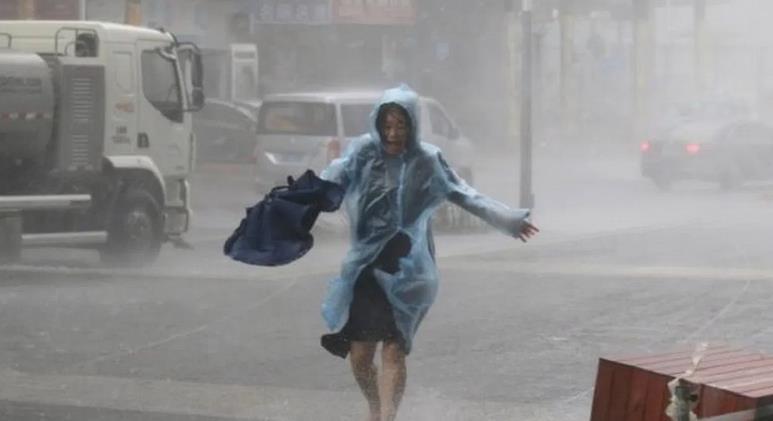 قتلى وجرحى في إعصار ضرب مدينة ووهان الصينية