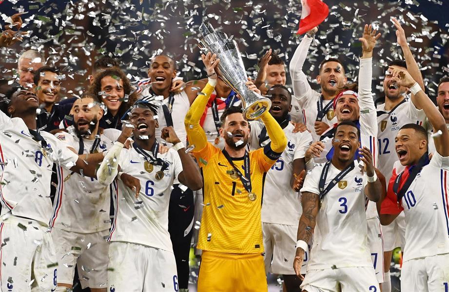 مراسم تتويج فرنسا ببطولة دوري الأمم الأوروبية على حساب إسبانيا
