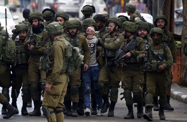 صورة الطفل الفلسطيني فوزي الجنيدي 16 عاماً، أثناء اعتقاله من قبل قوات الاحتلال الإسرائيلي، التي أصبحت أيقونة عالمية، تعكس جانب