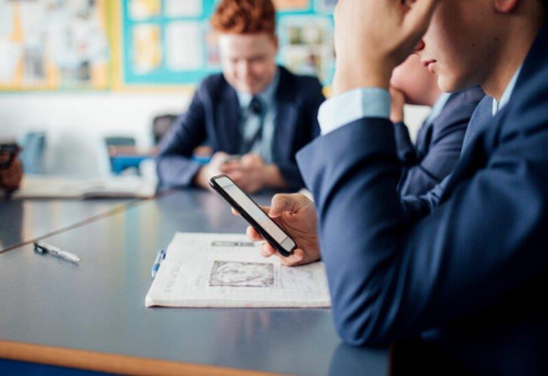تطبيق يمكّن الطلاب من الغش في الاختبارات
