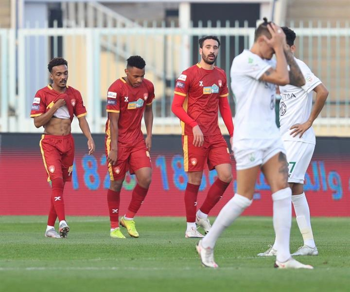 """ضمك يُحقق فوزه الأول في الدوري بـ """"ريمونتادا"""" أمام الأهلي (صور وفيديو)"""