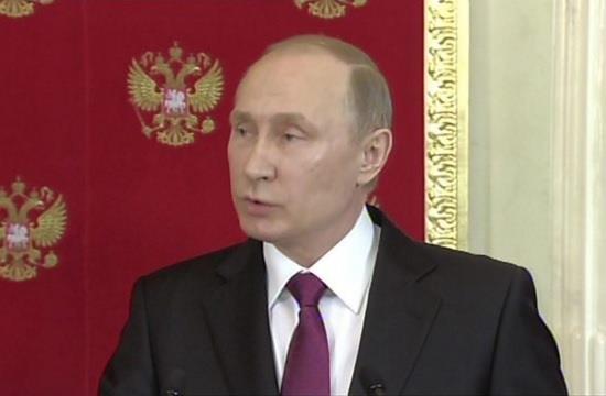 """بوتين: أعداء الأسد يدبرون هجمات كيمياوية لـ""""تشويه سمعة"""" الحكومة السورية"""