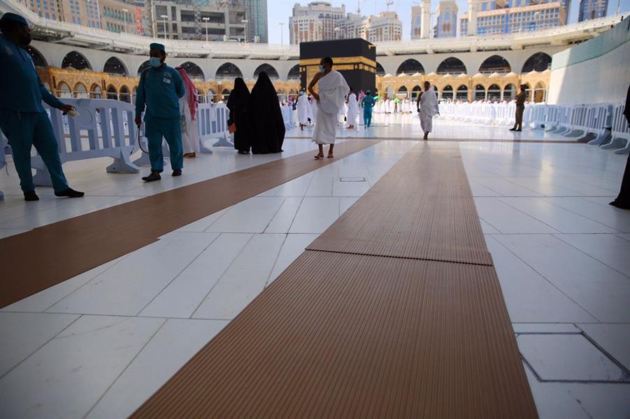تكثيف عمليات تطهير وتعقيم المشايات في المسجد الحرام