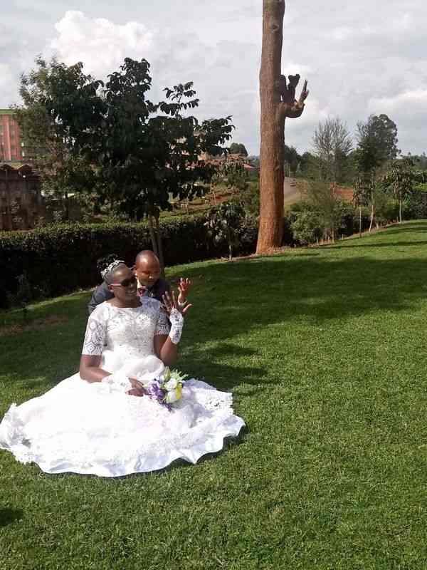الفارق بينهما أكثر من متر.. زواج عروسين في كينيا برغم الانتقادات