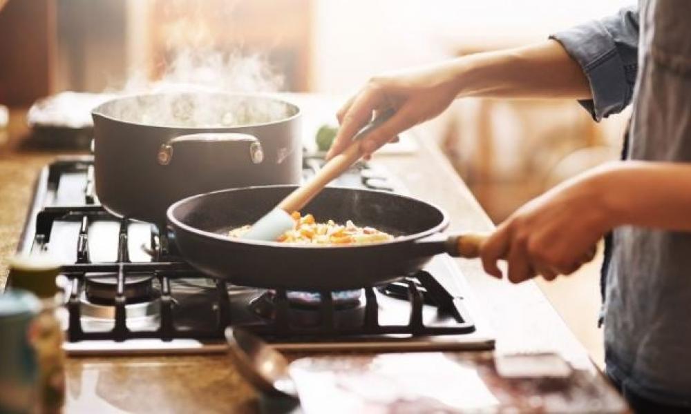 4 طرق سهلة وسريعة للمطبخ يمكن أن توفر لك الوقت والمال والطاقة