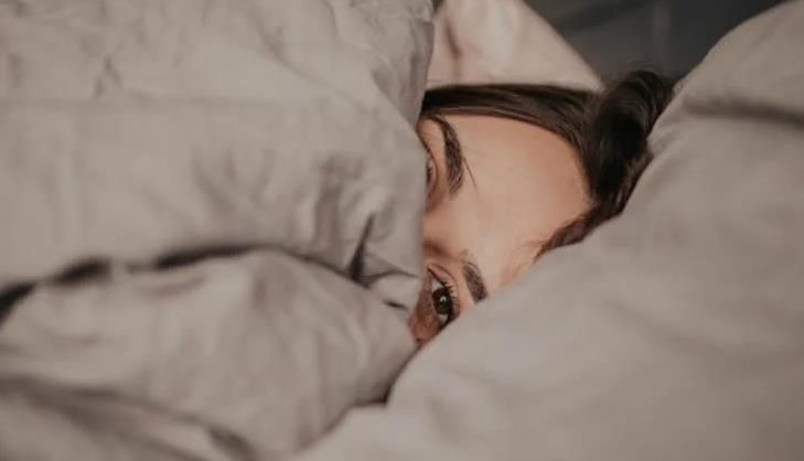 شابة برازيلية تعزل نفسها 265 يوماً داخل غرفة نومها خوفاً من كورونا