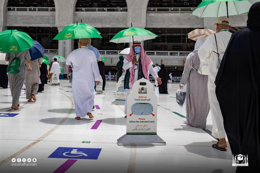 ضيوف الرحمن يتوافدون الى المسجد الحرام لأداء طواف الوداع