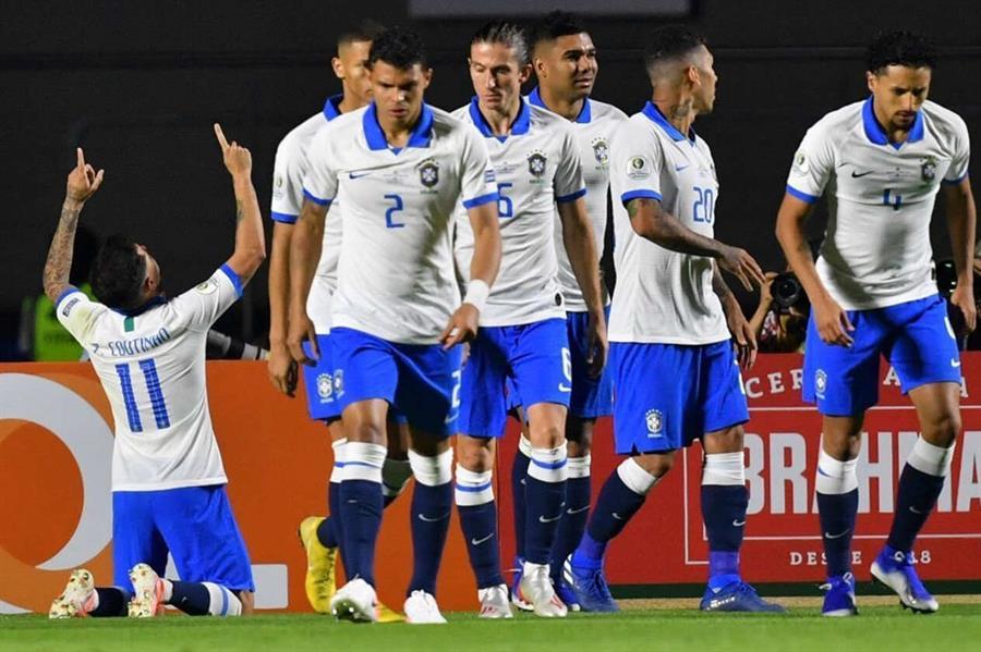 البرازيل بـ«الزي الأبيض».. تكريمٌ لأبطال اللقب الأول ومصدر تشاؤم جماهيري