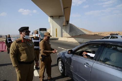 إمارة مكة: إعادة 70 ألف مخالف لتعليمات الحج وحجز 28 ألف سيارة صغيرة