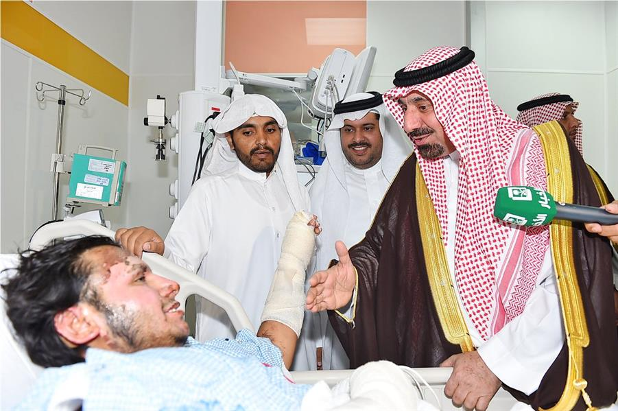 بالفيديو .. أمير نجران يزور المواطن فالح اليامي في المستشفى ويثني على موقفه البطولي
