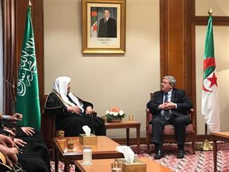 رئيس الوزراء الجزائري يعتذر عن اللافتة المسيئة للمملكة التي رُفعت في إحدى المباريات