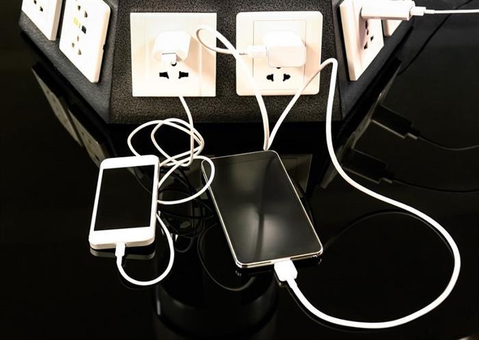 محطات شحن الهواتف الملوثة بفيروسات