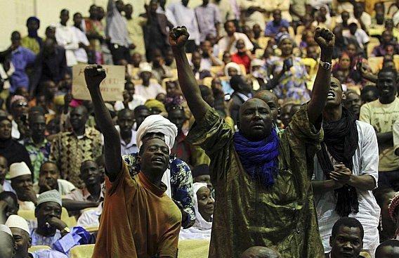 مقتل 12 شخصا بينهم 5 عسكريين في عملية احتجاز الرهائن بمالي