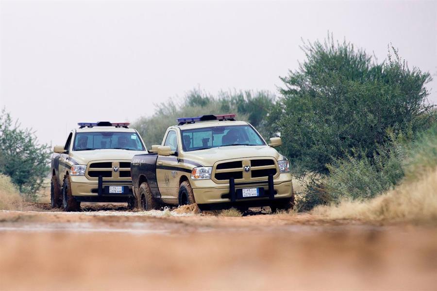 قوات الأمن البيئي تضبط مخالفين لنظام البيئة بحوزتهم حطب محلي معد للبيع جنوب الرياض
