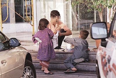 أطفال سوريون يعولون أسرهم في تركيا