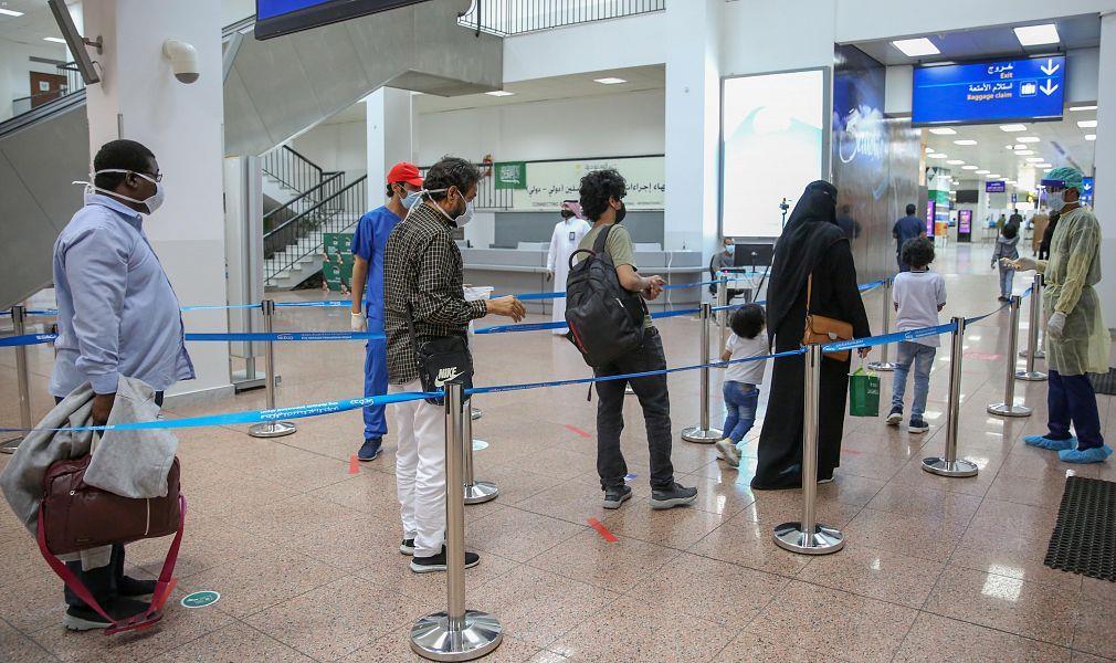 مطار الملك عبدالعزيز بجدة يستقبل رحلة المواطنين العائدين من أديس أبابا