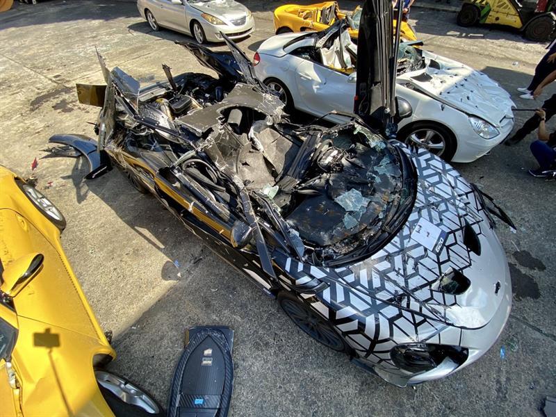 الفلبين تدمر 34 سيارة فاخرة