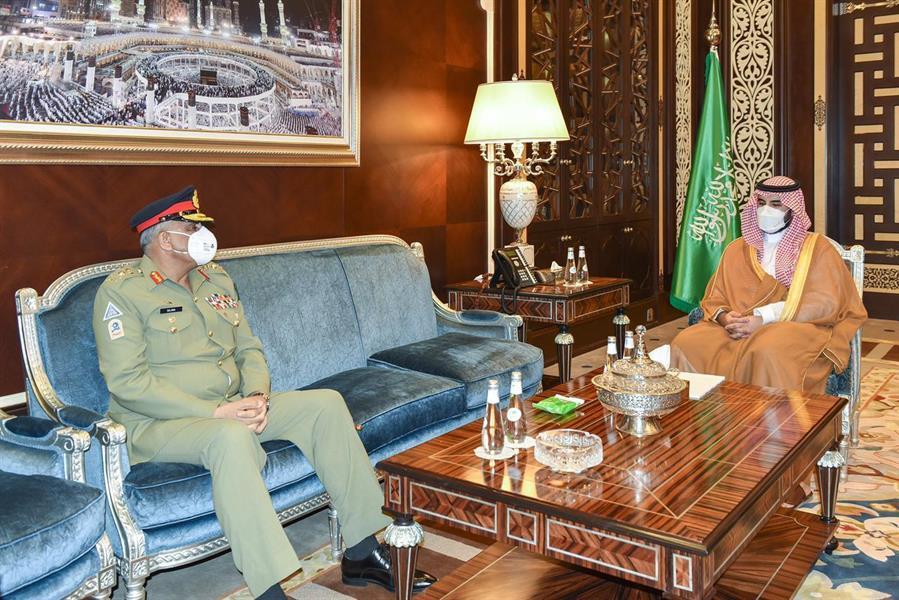 بالصور .. الأمير خالد بن سلمان يبحث مع قائد الجيش الباكستاني آفاق التعاون بين البلدين