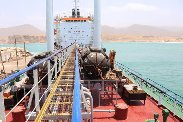 وصول دفعة جديدة من منحة المشتقات النفطية السعودية إلى محافظة المهرة