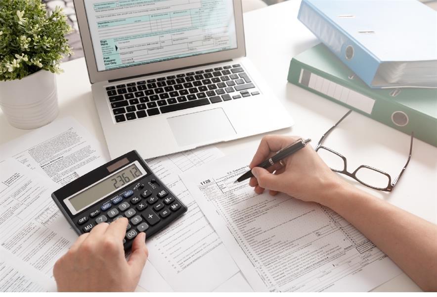 استخدام البرامج المحاسبية وخدمة العملاء
