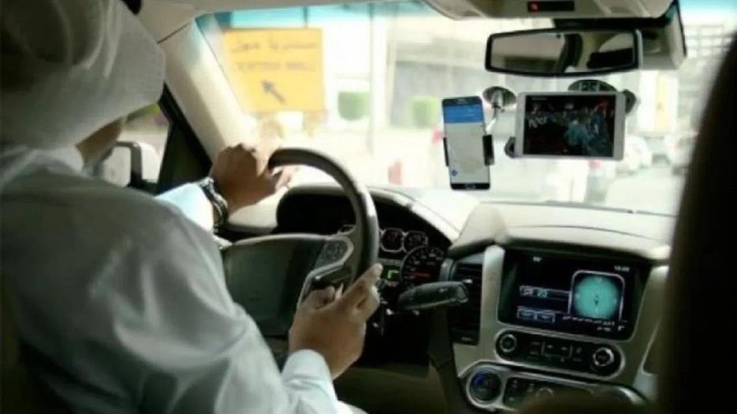 مسؤول بهيئة النقل: 4 آلاف مواطنة يعملن في نشاط توجيه المركبات