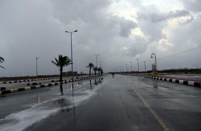 """""""الأرصاد"""" يصدر تنبيهات بأمطار رعدية ورياح نشطة بعدد من المناطق"""