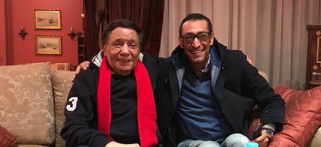 شاهد.. خالد مدخلي برفقة الفنان عادل إمام بعد التوقيع على عرض مسلسله حصريا على السعودية