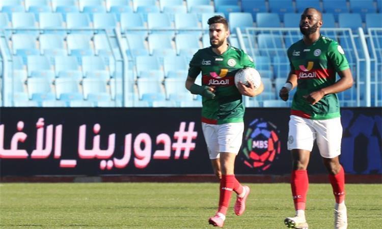 وليد أزارو لاعب الاتفاق