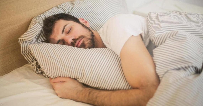 كم تحتاج من النوم حسب عمرك؟