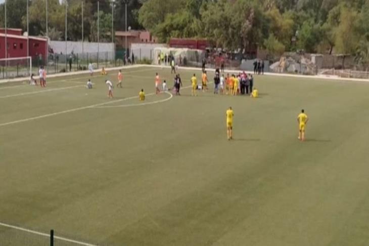 وفـاة لاعب مغربي وسقوطه على أرض الملعب أثناء مباراة