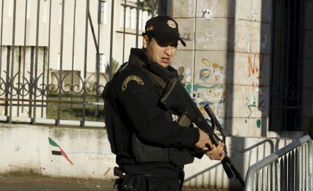تونس تحدد هوية الانتحاري مفجر حافلة حرس الرئاسة وتعتقل 30 شخصا