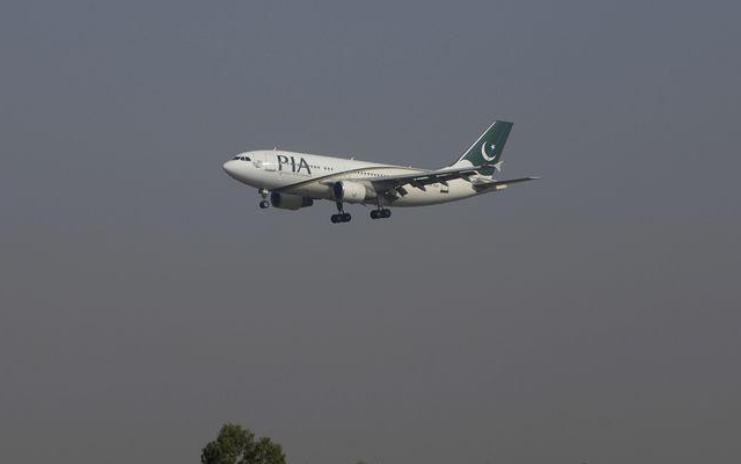 فتح تحقيق جنائي بباكستان مع 50 طيارا و5 مسؤولين بالطيران المدني