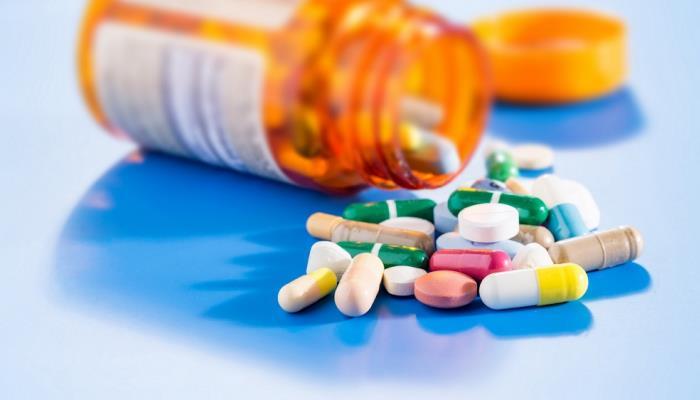 """""""الغذاء والدواء"""" توضح الفوارق بين الأدوية المقيدة وغير الخاضعة للرقابة"""