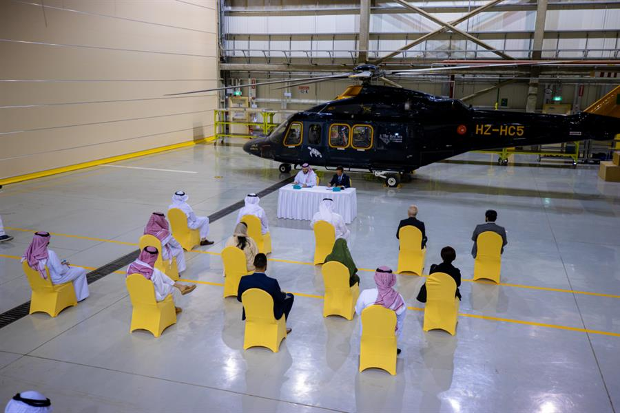 """يتضمن نقل الموظفين وعمليات الإخلاء الطبي.. """"البحر الأحمر للتطوير"""" توقع عقداً مع شركة الطائرات المروحية"""