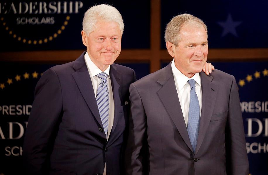 بوش وكلينتون يلحقان بأوباما ويعلنان تلقيهما لقاح كورونا أمام الكاميرات
