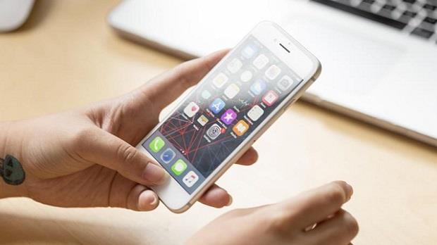 اكتشاف ثغرة أمنية تسمح بالتحكم في أجهزة آيفون ومراقبة أصحابها
