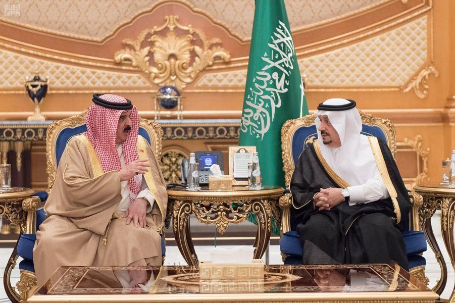 ملك البحرين يصل إلى الرياض لتقديم واجب العزاء في وفاة الأمير منصور بن مقرن