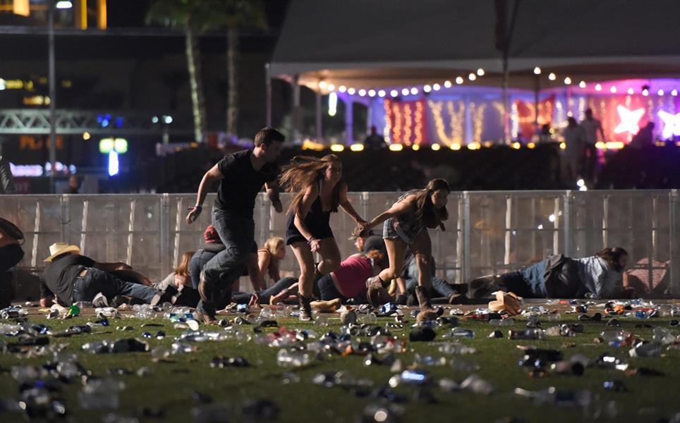 هاربون في إطلاق نار في لاس فيغاس في 1 أكتوبر راح ضحيته ما لا يقل عن 58 شخصا وجرح أكثر من 450 خلال حفل موسيقي