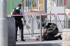 استشهد أسير فلسطيني أطلق سراحه برصاص قوات الاحتلال على حاجز عسكري شمال القدس