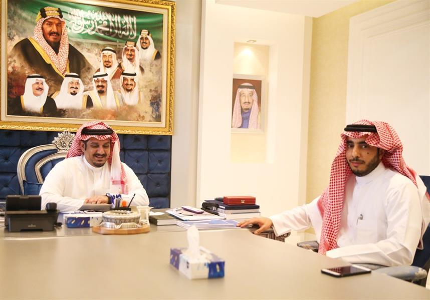رئيس الهلال يتسلم دعمًا بقيمة مليوني ريال من الأمير الوليد