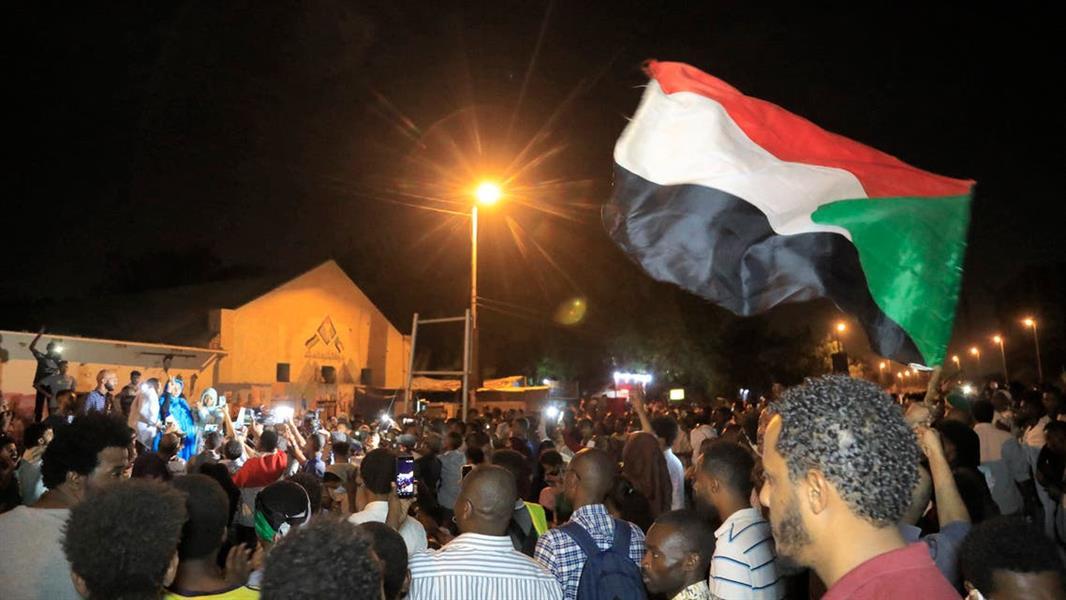 السودان .. قتل رجل أمن بالرصاص أثناء قيامه بتأدية مسيرة إحياء لذكرى فض اعتصام القيادة.