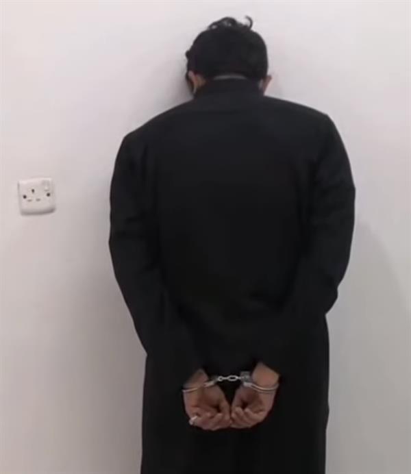 القبض على مواطن أتلف عدداً من أجهزة الرصد الآلي في الجوف (فيديو)