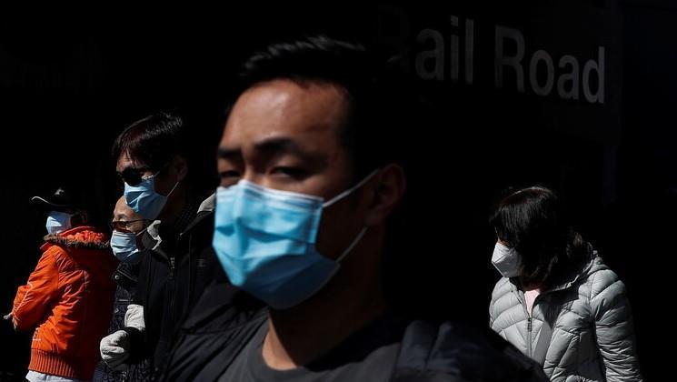 سنغافورة - سجن رجل بسبب السعال المتعمد على ضابط شرطة
