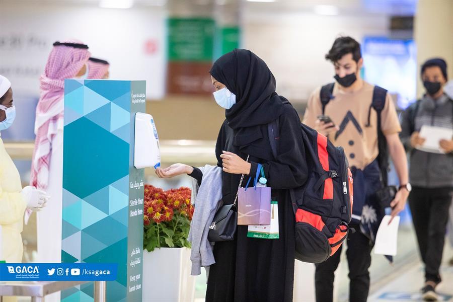 مطار الرياض يستقبل عدداً من المواطنين العائدين من جوهانسبرغ
