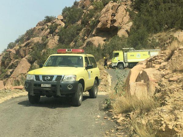مدني محايل يخمد حريق بجبل ضرم