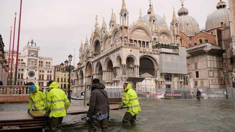منعت سلطات فينيسيا السياح من الوصول إلى ساحة سانت مارك