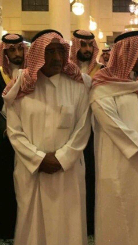 يتقدمهم والده الأمير مقرن وعشرات من الأمراء.. أداء الصلاة على الأمير منصور وتشييع جنازته (فيديو وصور)