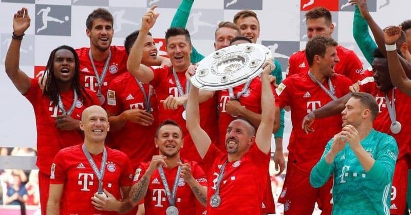 مدربو الدوري الألماني يتوقعون فوز بايرن باللقب مجددا