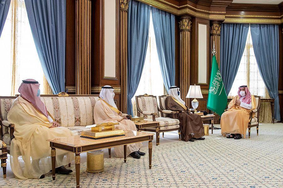 """أمير المدينة المنورة يطلع على خطة """"الحج"""" لبدء المرحلة الثانية للعودة التدريجية للعمرة والزيارة"""